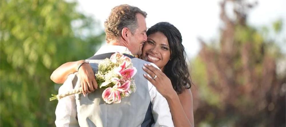 Foto junges Hochzeitspaar